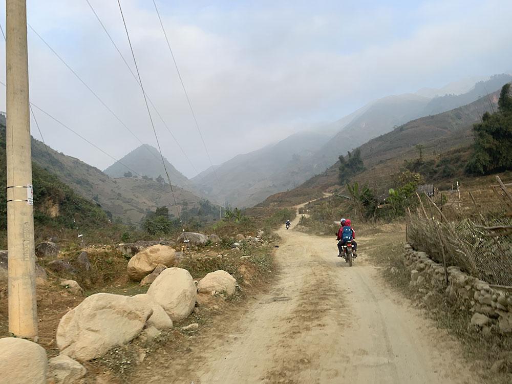 Đường đi điểm leo Lùng Cúng